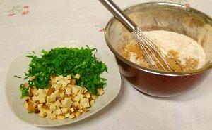 Bärlauch und Tofu geschnitten für vegane Muffins