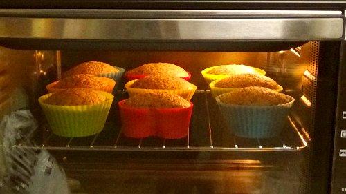 Vegane Muffins - Mini Backofen mit Umluft und fertige vegane Muffins